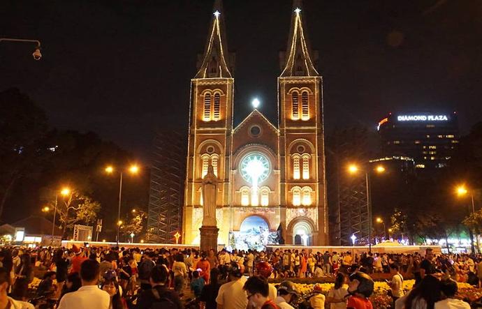 Nhà thờ Đức Bà mùa noel
