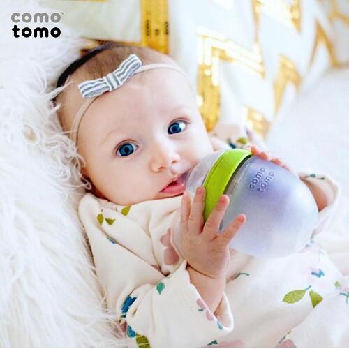 binh-sua-cho-be-so-sinh-comotomo-silicone-250ml-mau-xanh-la-cay-1