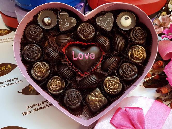 Chocolate mang theo những hương vị ngọt bùi trong tinh yêu