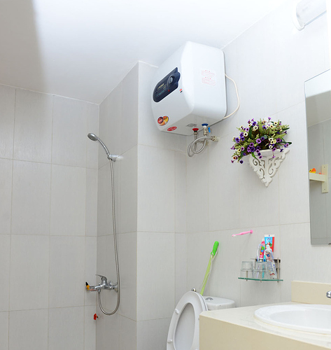Bình nóng lạnh phòng tắm