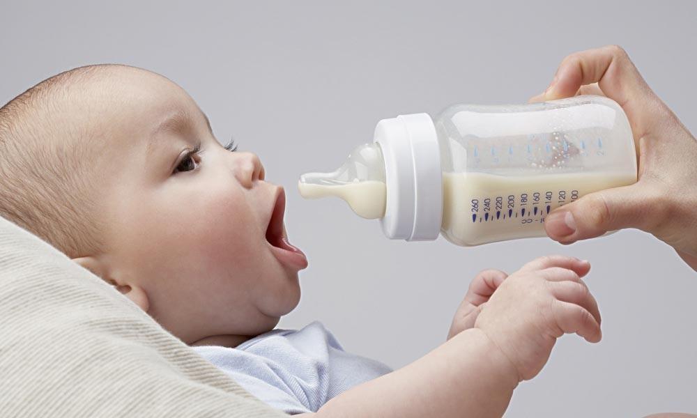 Bình sữa cho bé không chịu bú bình