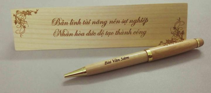 Bút gỗ khắc tên món quà yêu thương cho chàng