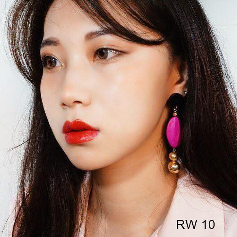 Review-ve-thoi-son-Ohui-RW10-Rouge-Real-Lipstick-mau-do-tuoi-6
