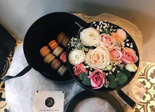hoa và bánh