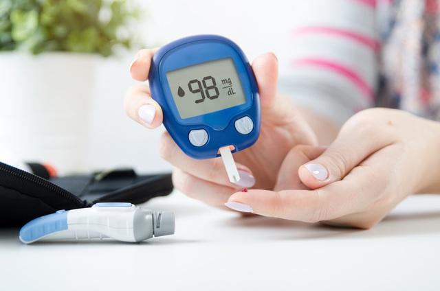 Máy đo tiểu đường