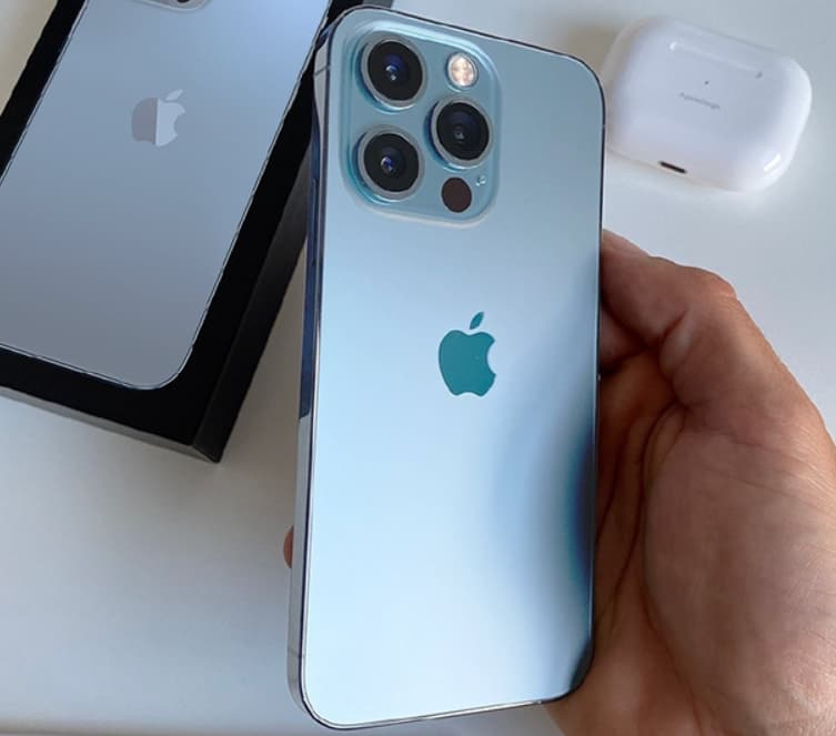 Cầm 1 tay với iPhone 13 Pro