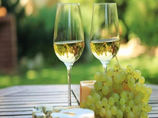 Ly uống rượu vang trắng