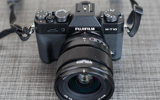 Máy ảnh Fujifilm DSLR