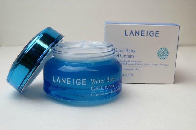 Review-kem-duong-am-Water-Bank-Gel-Cream-3